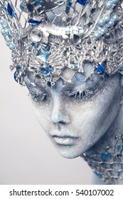 Mannequin in creative silver crown
