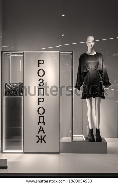 mannequin-standing-store-window-display-