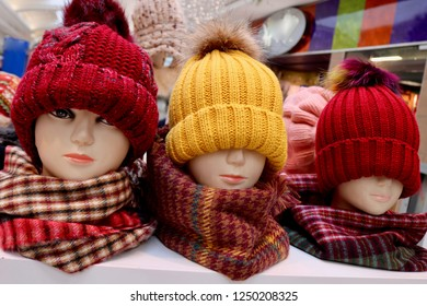 Mannequin with winter hat toque