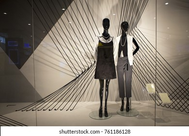 mannequins standing in the shop window Display casual woman clothing store in the Mall