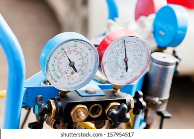 manometer gages on equipment for filling automotive air conditioners