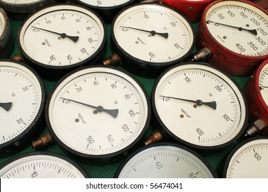 Manometers laid out on the table. Close-up.