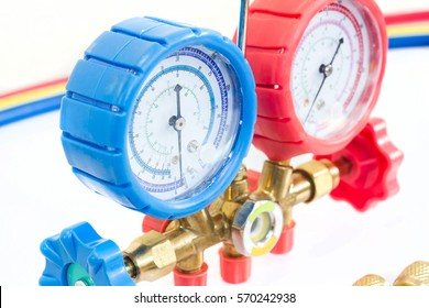 Manometers on equipment for investigate and refueling of air conditioners.