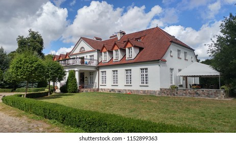 Manor house in Bychowo, Poland