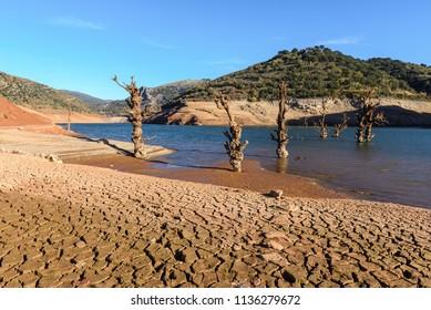 Mansilla reservoir at dry season, La Rioja, Spain