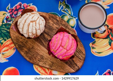 Manteconchas, sweet mexican bread, traditional bakery in Mexico, Mexican pastries concha