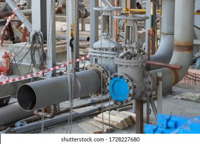 Manual arc welding of Du200 steel pipelines and their installation for connecting industrial pumps pumping oil and gasoline.