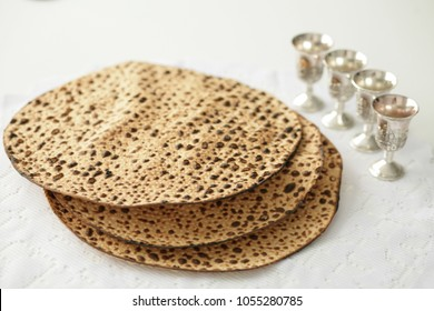 Manual matzah and 4 glasses of wine for the feast of Pesach