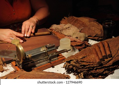 Manual production of cigars