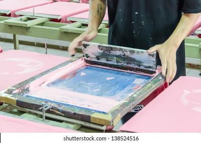 manual screen printing shirt