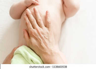 Manual therapy. Children's massage with colic in the abdomen of the newborn. massage belly.