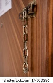 Manuel door lock hanging over - Vintge