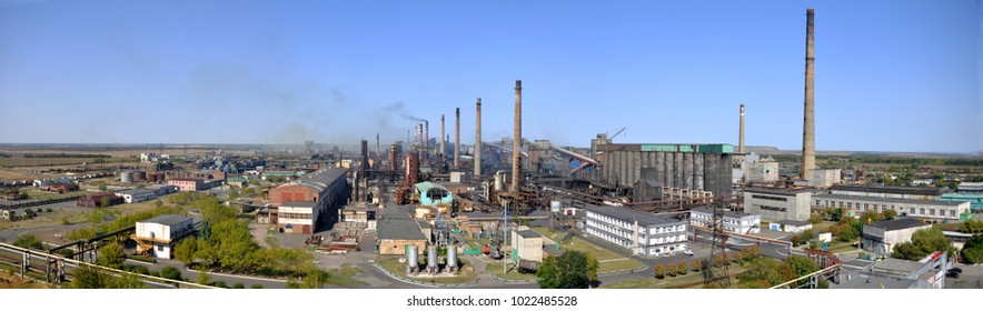 Manufacture of coke in a coke oven battery. In the front zone. Avdeevka 2017.