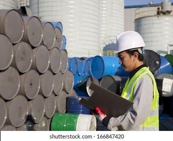 Manufacture worker check the number of drums