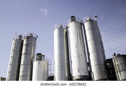 Manufactures with metal tanks, industry and construction polluting