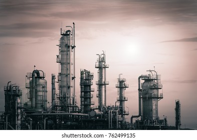 Manufacturing of petrochemical industry with distillation tower, Factories with monotone vintage effects