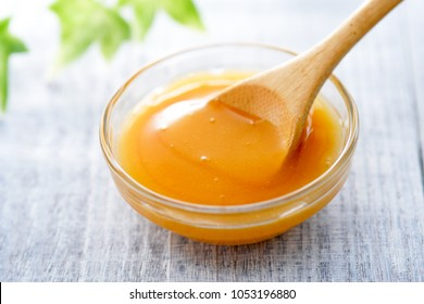Manuka honey. Superfood.