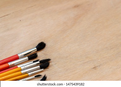 many brushes of different sizes to work on canvas and wood