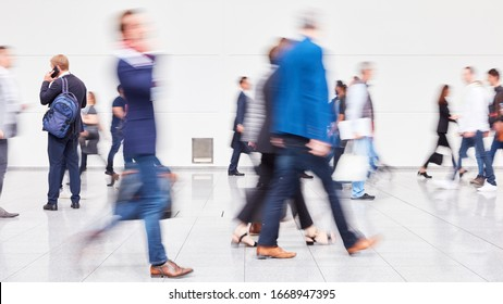 Many businessmen on the move at business trade fair or airport