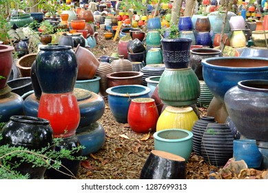 Many ceramic works that are not used are discarded.