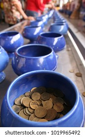 Many coins are in a ceramic bowl as a royal bowl. It is believed that many monks have merit at one time.