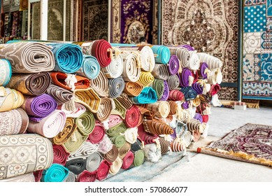 Many colorful carpets for sale  in the store.