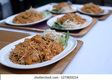 many dish of padthai