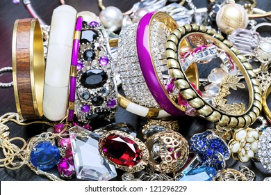 Many fashionable women's jewelry and bracelets for hand