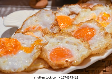 Many fried eggs are placed on the plate. yolk,Albumen.Food