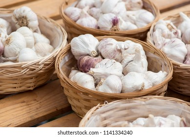Many garlic heads in small baskets