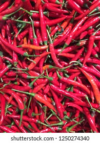 many of green and red chillies