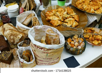 Many kinds of bread on the table