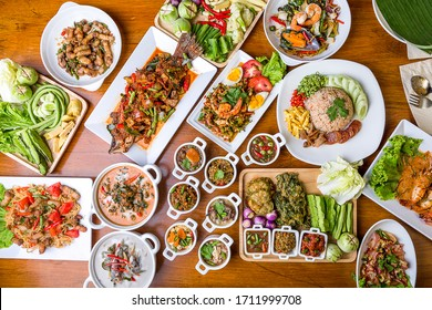 Many kinds of local Thai food Ready-to-eat tableware Family Menu