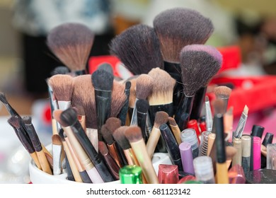 Many makeup brushes in Makeup Kit