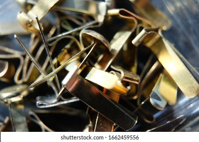 many metal paper clips are in a heap