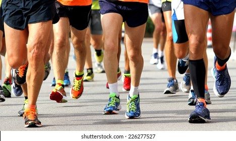 many runners to race to the finish line of the marathon