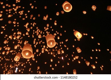 Many Sky lantern balloon was released in Loy Krathong Festival. To pray for happiness. In the believe of Buddhism.