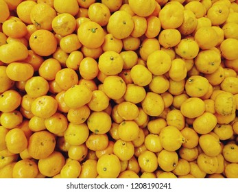 Many small fresh oranges sell in supermarket