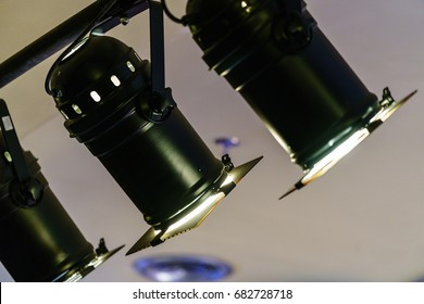 many spotlights hang on black steel bar on the ceiling in the the
