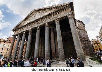 Many tourists in front of the Famous Pantheon in Rome, Italy  :April 7, 2017