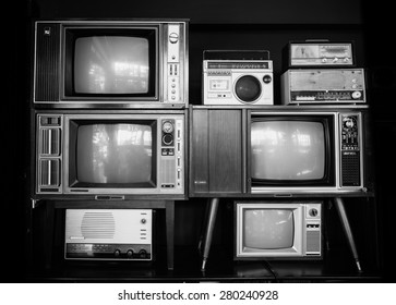 many vintage television and radio