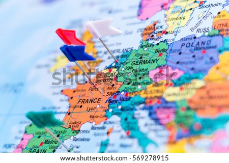map europe pins shallow focus の写真素材 今すぐ編集 569278915