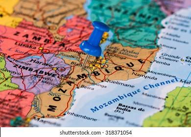 Karte von Mosambik mit blauem Paddelstift