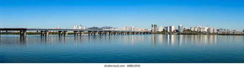 Mapo Bridge, the bridge which is 1.4km long and with 6 lanes traffic, crossing the  Hangang River, Seoul.