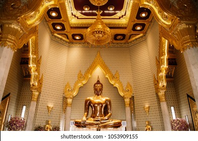 MAR 24, 2018 Bangkok - Thailand : Only and biggest pure gold Buddha sculpture at Wat Trimitr in Chinatown - Yaowarat
