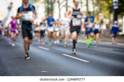 marathon runners in the city , blur