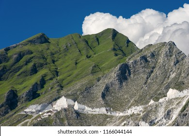 Marble quarries (Carrara white marble) in the Apuan Alps (Alpi Apuane). Tuscany, (Toscana), Italy, Europe