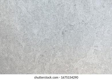 Marmormuster einer glatten hellgrauen Steinplatte in Nahaufnahme