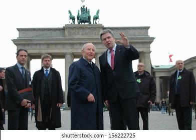 MARCH 29, 2006 - BERLIN: Italian President Carlo Azeglio Ciampi with Klaus Wowereit at the Brandenburg Gate, Pariser Platz, Berlin.