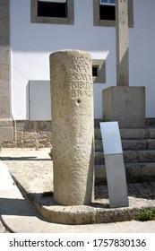Marco Miliario de la s. I D.I. con arreglo al mandato del emperador Claudius (41 a 54 DC). Situado en Valença do Minho (Portugal), se encuentran a 65 km de Braga a Tui, en el Itinerario Antonine XIX.